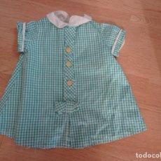 Vestidos Muñeca Española Clásica: ANTIGUO VESTIDO EN CUADROS VICHY PARA MUÑECA. Lote 151400818