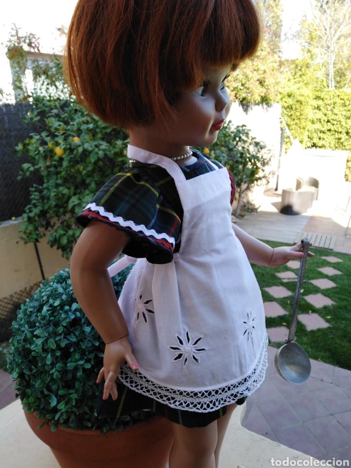 Vestidos Muñeca Española Clásica: Delantal para muñeca vintage o mandil de los 60 bordado y con puntilla hecha a mano,-- 5 - Foto 2 - 154497805