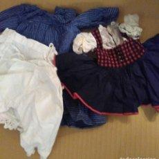 Vestidos Muñeca Española Clásica: LOTE DE DOS VESTIDOS REGIONALES. VESTIDO AZUL CON POLOLOS Y ENAGUA 25 CM Y EL OTRO 18 CM. AÑOS 50. Lote 155560994