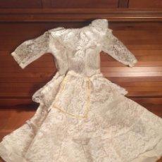 Vestidos Muñeca Española Clásica: PRECIOSO VESTIDO DE ENCAJE PARA MUÑECA. Lote 159045830