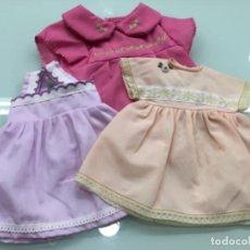 Vestidos Muñeca Española Clásica: LOTE 3 VESTIDOS,UNO DE FAMOSA. Lote 163127190