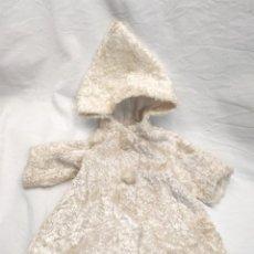 Vestidos Muñeca Española Clásica: ABRIGO VISON BLANCO CON CAPUCHA. MED. 12 HOMBROS X 20 CM LARGO. Lote 170042872