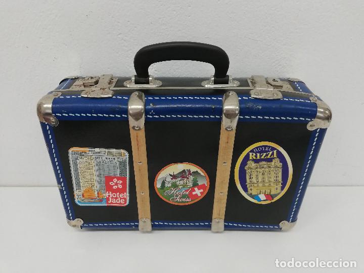 Vestidos Muñeca Española Clásica: Antigua maleta para muñecas, de carton piedra y madera. Años 60-70. Color azul. Vintage. - Foto 2 - 171786293
