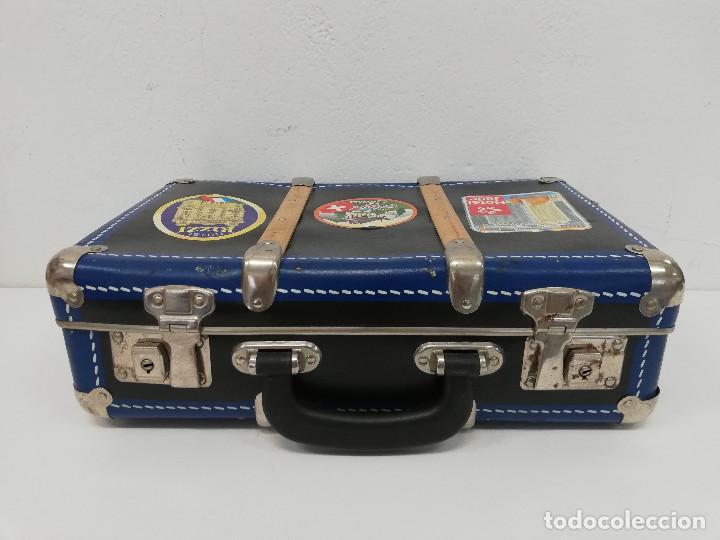 Vestidos Muñeca Española Clásica: Antigua maleta para muñecas, de carton piedra y madera. Años 60-70. Color azul. Vintage. - Foto 3 - 171786293