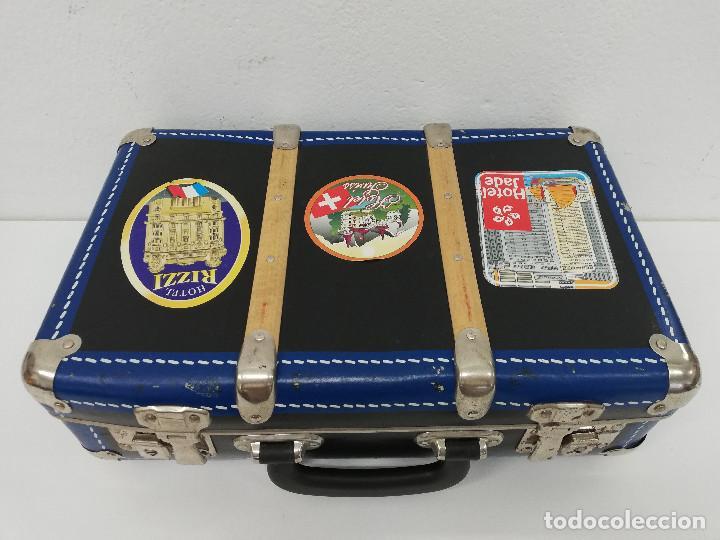 Vestidos Muñeca Española Clásica: Antigua maleta para muñecas, de carton piedra y madera. Años 60-70. Color azul. Vintage. - Foto 4 - 171786293