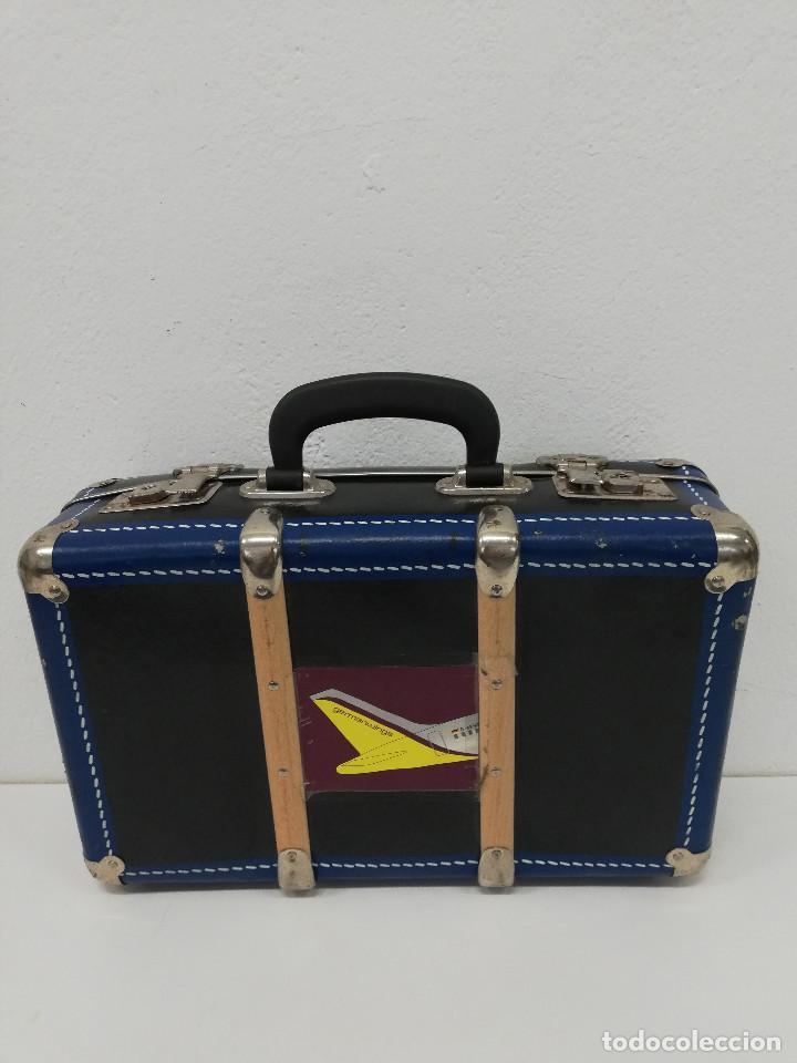 Vestidos Muñeca Española Clásica: Antigua maleta para muñecas, de carton piedra y madera. Años 60-70. Color azul. Vintage. - Foto 8 - 171786293