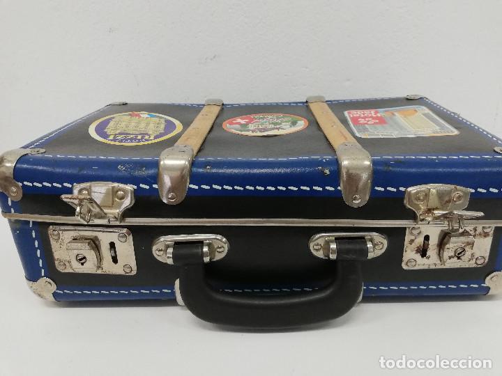 Vestidos Muñeca Española Clásica: Antigua maleta para muñecas, de carton piedra y madera. Años 60-70. Color azul. Vintage. - Foto 12 - 171786293