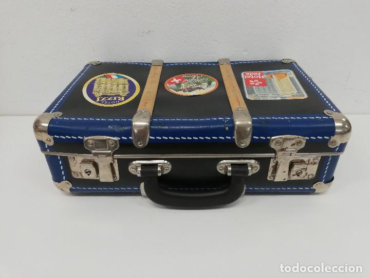Vestidos Muñeca Española Clásica: Antigua maleta para muñecas, de carton piedra y madera. Años 60-70. Color azul. Vintage. - Foto 13 - 171786293