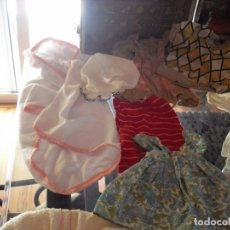 Vestidos Muñeca Española Clásica: BAUL DE MUÑECAS CON ROPA VARIAS MEDIDAS DEL VACIADO DE UNA CASA.. Lote 174010608