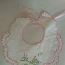 Vestidos Muñeca Española Clásica: BABERO. Lote 176289708