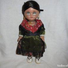 Vestidos Muñeca Española Clásica: LINDA PIRULA REGIONAL CON LA ETIQUETA COLGADA DEL BRAZO . Lote 176863547