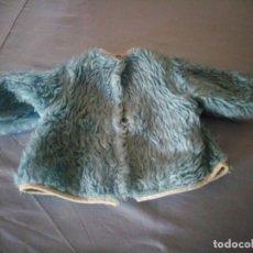 Vestidos Muñeca Española Clásica: ANTIGUO ABRIGO DE BORREGUITO DE COLOR AZUL PARA MUÑECAS DE 45/50 CM AÑOS 50/60. Lote 177673874