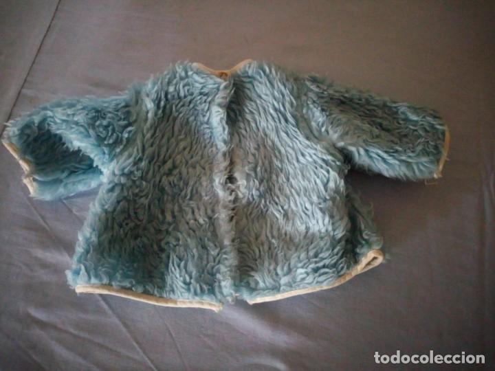 Vestidos Muñeca Española Clásica: Antiguo abrigo de borreguito de color azul para muñecas de 45/50 cm años 50/60 - Foto 2 - 177673874