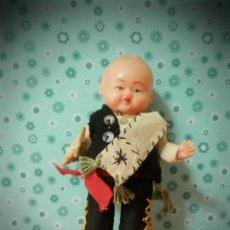 Vestidos Muñeca Española Clásica: MUÑECO ANTIGUO REGUIONAL CELULOIDE. Lote 178653348