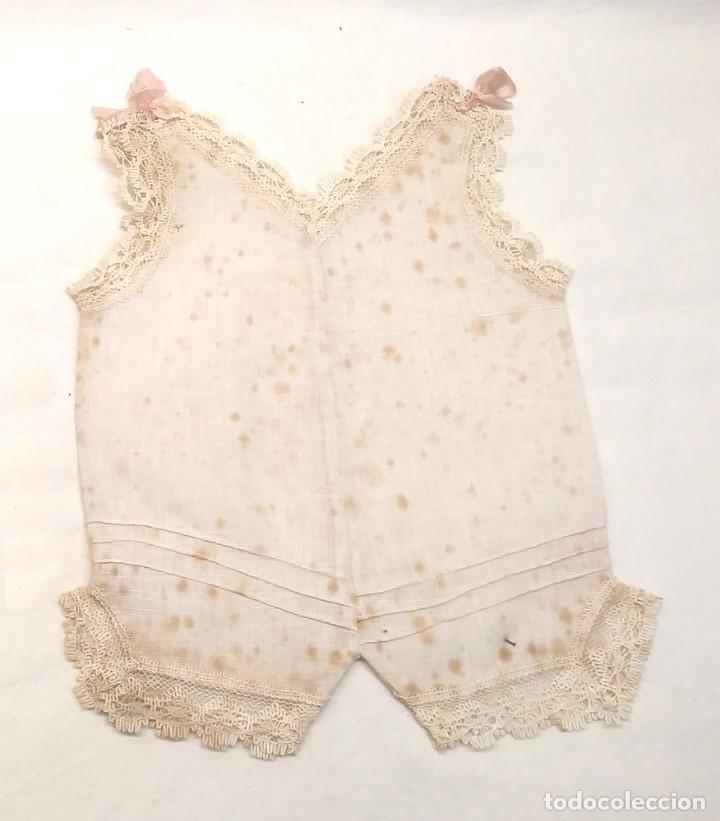 Vestidos Muñeca Española Clásica: Body Pijama 40 lazos Rosa para Muñeca años 30, no jugado resto tienda. Med. 21 largo x 14 cm hombros - Foto 2 - 183927270