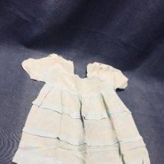 Vestidos Muñeca Española Clásica: VESTIDO GASA AZUL PALIDO MUÑECA ESPAÑOLA CLASICA PPIO S XX 37X24CMS. Lote 193322912