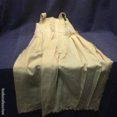 Vestidos Muñeca Española Clásica: VESTIDO TIRANTES TABLILLA MUÑECA ESPAÑOLA EXTRANJERA CLASICA PPIO S XX 86CM. Lote 193325145
