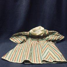 Vestidos Muñeca Española Clásica: VESTIDO MUÑECA ESPAÑOLA RAYAS CUELLO EXTRANJERA CLASICA PPIO S XX 40CM. Lote 193326665