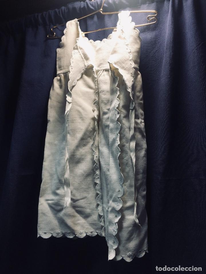 Vestidos Muñeca Española Clásica: VESTIDO ALGODON PIQUE DOS TIRANTES BEBE MUÑECA FALDON SE ATA POR DETRAS 54CMS AÑOS 40 50 - Foto 2 - 193888828