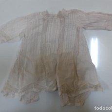 Vestidos Muñeca Española Clásica: VESTIDO BLANCO MUY ANTIGUO CON ENCAJE (CA1080). Lote 195190868