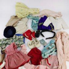 Vestidos Muñeca Española Clásica: LOTE VARIADO DE ROPA DE MUÑECAS.. Lote 217989113