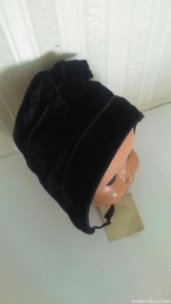 Vestidos Muñeca Española Clásica: Capota infantil de terciopelo negro,es de los años 60,sirve para muñeca .Leer descripcion. - Foto 2 - 219490796
