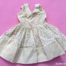 Vestidos Muñeca Española Clásica: VESTIDO MUY ESTROPEADO MUÑECA ANTIGUA AÑOS 50. Lote 219731736