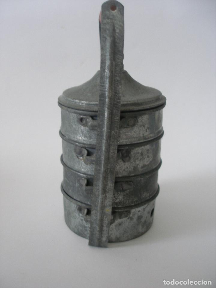 Vestidos Muñeca Española Clásica: Antigua fiambrera calienta cazuelas en zinc y madera - Foto 2 - 221123001