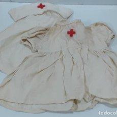 Vestidos Muñeca Española Clásica: VESTIDO Y CAPA DE ENFERMERA CON GISELA BORDADO (3417). Lote 221559445
