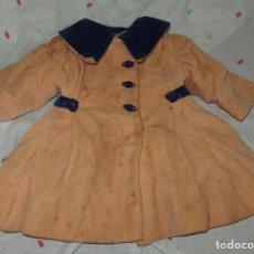 Vestidos Muñeca Española Clásica: ABRIGO DE TERCIOPELO,CON CURIOSOS BOTONES,DE MARI PEPA,AÑOS 40. Lote 226089225