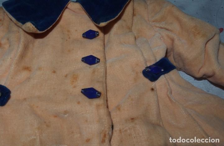 Vestidos Muñeca Española Clásica: ABRIGO DE TERCIOPELO,CON CURIOSOS BOTONES,DE MARI PEPA,AÑOS 40 - Foto 7 - 226089225