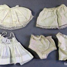 Vestidos Muñeca Española Clásica: 5 ENAGUAS COMBINACIÓN BRAGUITAS PRENDAS INTERIORES MARIQUITA PÉREZ MUÑECAS AÑOS 40 - 50. Lote 228148565