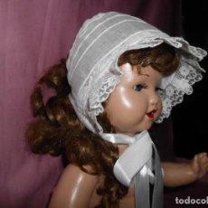Vestidos Muñeca Española Clásica: GORRO O CAPOTA PARA MUÑECA ANTIGUA HECHO A MANO. Lote 229605925