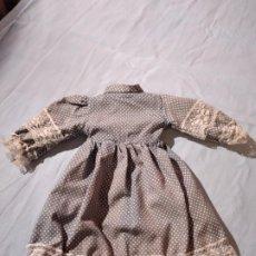 Vestidos Muñeca Española Clásica: ANTIGUO VESTIDO PARA MUÑECA DE 40 CM.AÑOS 50/60. Lote 234127200