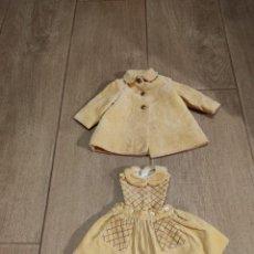 Vestidos Muñeca Española Clásica: ABRIGO Y VESTIDITO DE MUÑECA MANIQUÍ TIPO CAYETANA ETC. Lote 238280005