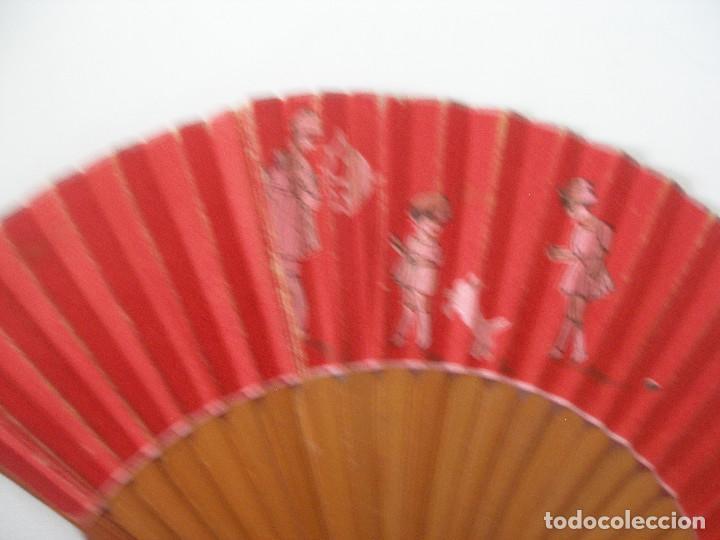 Vestidos Muñeca Española Clásica: Pequeño abanico ( 12 cm ) en papel y madera años 20 - 30 - Foto 3 - 245428665