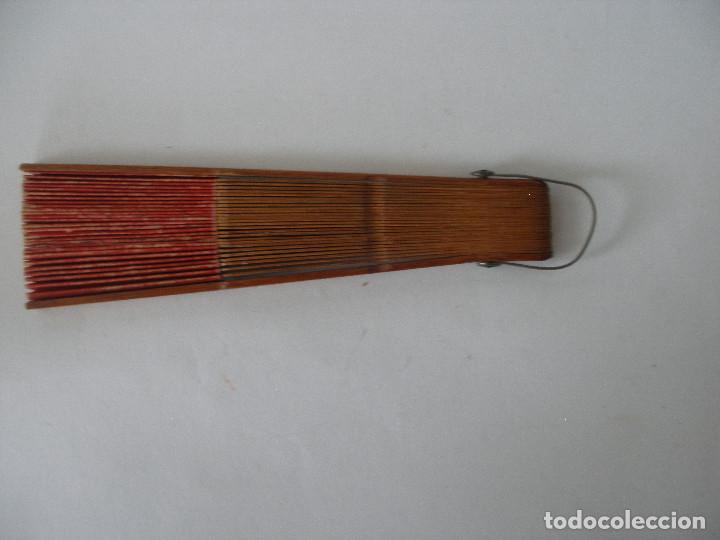 Vestidos Muñeca Española Clásica: Pequeño abanico ( 12 cm ) en papel y madera años 20 - 30 - Foto 4 - 245428665