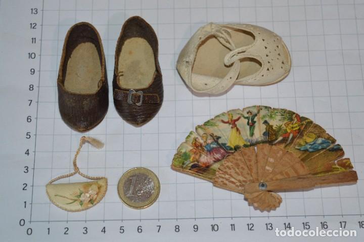 Vestidos Muñeca Española Clásica: ABANICO, ZAPATOS y pequeño BOLSO - Lote antiguo accesorios muñecas ¡Mira fotos! - Foto 2 - 286806103