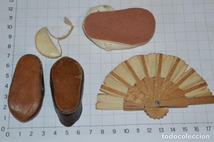 Vestidos Muñeca Española Clásica: ABANICO, ZAPATOS y pequeño BOLSO - Lote antiguo accesorios muñecas ¡Mira fotos! - Foto 3 - 286806103
