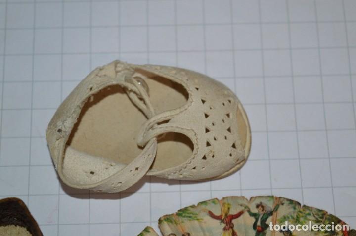 Vestidos Muñeca Española Clásica: ABANICO, ZAPATOS y pequeño BOLSO - Lote antiguo accesorios muñecas ¡Mira fotos! - Foto 12 - 286806103