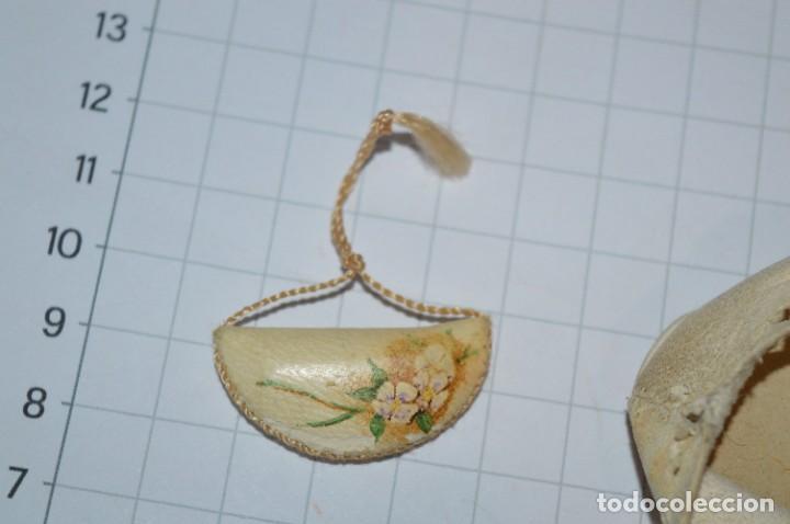 Vestidos Muñeca Española Clásica: ABANICO, ZAPATOS y pequeño BOLSO - Lote antiguo accesorios muñecas ¡Mira fotos! - Foto 14 - 286806103
