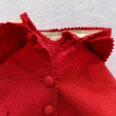 Vestidos Muñeca Española Clásica: CAPA DE FIELTRO DE MARIQUITA PÉREZ. AÑOS 40. ORIGINAL. Lote 288177263