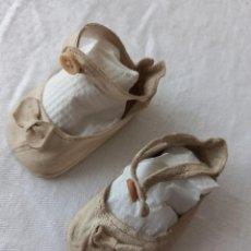 Vestidos Muñeca Española Clásica: ZAPATOS DE PIEL ORIGINALES DE MARIQUITA PÉREZ. AÑOS 40. Lote 288177888