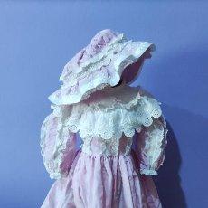 Vestiti Bambola Spagnola Classica: ANTIGUO VESTIDO Y GORRO PARA MUÑECA. Lote 294385038