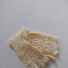 Vestidos Muñeca Española Clásica: ANTIGUOS GUANTES DE HILO PARA MUÑECA AÑOS 40. Lote 294513573