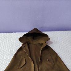 Vestidos Muñeca Española Clásica: ANTIGUA CAPA CON GORRO PARA MUÑECA O MUÑECO. Lote 295283463