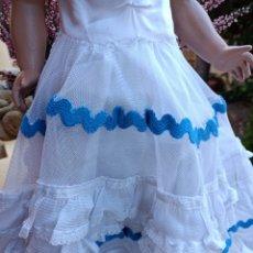 Vestidos Muñeca Española Clásica: ENAGUA BATISTA ORIGINAL Y VESTIDO ORIGINAL DE SEVILLANA DE MUÑECA CHELITO. Lote 297161658