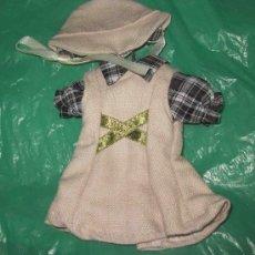 Vestidos Muñecas Españolas: CONJUNTO CAMISA A CUADROS CON CAPUCHA,CON PERCHA,MARIQUITA PÉREZ PEQUEÑA. Lote 29478497