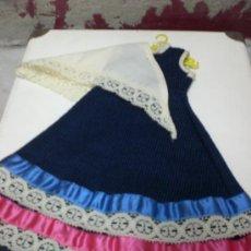 Vestidos Muñecas Españolas: VESTIDO AZUL CON CHAL. Lote 30925557