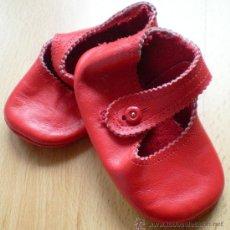 Zapatos de piel rojos